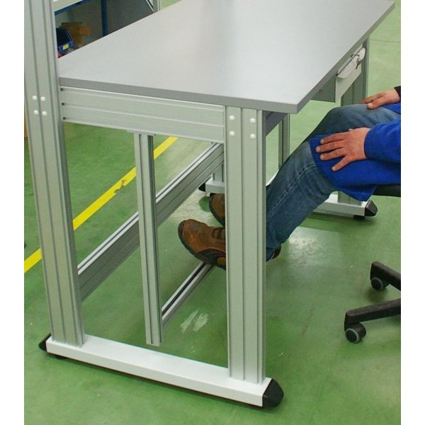 Footrest adjustable in height and depth