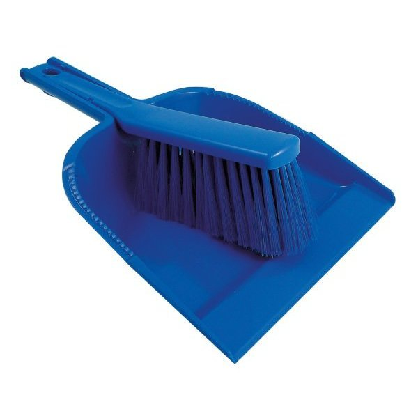 Hangable dustpan and brush set